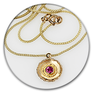 Pendant in 18k gold with ruby