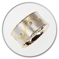 Ring 925 silver with charred sides made from 18k gold plus an undulating veine of fine gold with eight champange-coloured brilliants