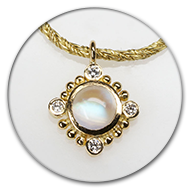 Pendant with moonstone and four brilliants in 18k gold