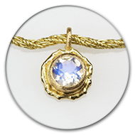 Pendant with faceted moonstone in 18k gold