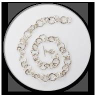 Kette mit grossen, geschmorten Gliedern aus reinem Silber, der Verschluss ist in 925 Silber mit 2 Brillanten an den Seiten<br />