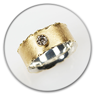 Ring from 18k gold and  925 silver with champaign-coloured brilliant