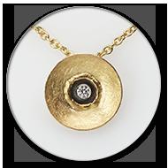 Anhaenger und Kette in 750 Gelbgold und geschwaerztem 925 Silber mit Brillant