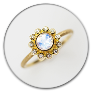 Ring in 18k gold with centre moonstone  and nine brilliants in gold spheres