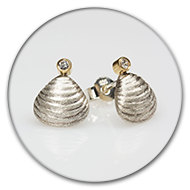 Stud earring in 925 silver with a brilliant set in 18k gold