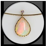 Anhaenger mit einem farbenfrohen Opal und Brillant in 750 Gelbgold
