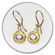 Boucle d'oreille, pierre de lune, diamants, or jaune 750
