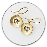 Earring with brilliant in 18k gold and blackend 925 silver