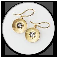 Ohrhaenger aus 750 Gelbgold, geschwaerztem 925 Silber und Brillanten