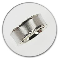 Ring hammered from side in 925 silver