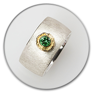 Ring from 925 silver and tsavorit set in 18k gold